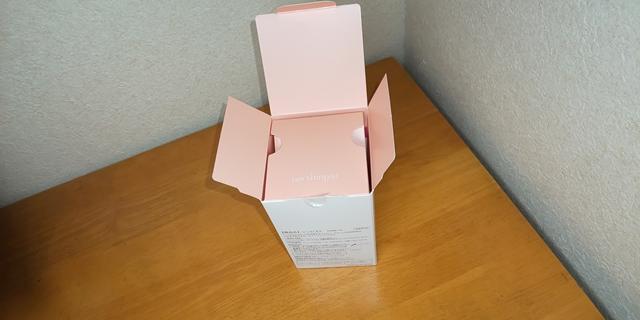 本体の箱のフタを開けますと